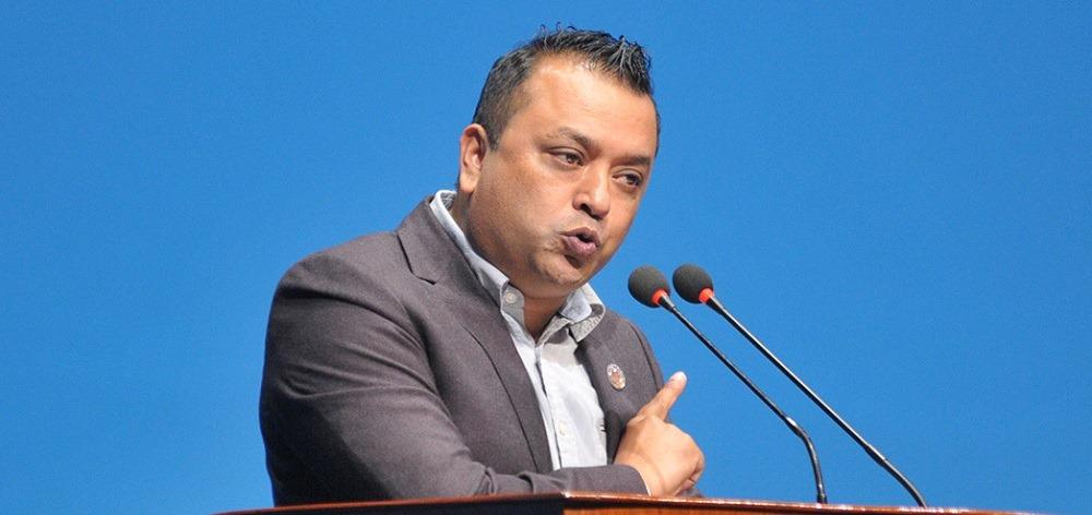 प्रधानमन्त्री ओली सङ्घीयता पक्षधर नभएकाले जुनसुकै बेला संविधान खारेज गर्न सक्छनः गगन थापा